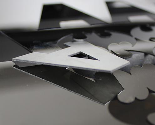 凯旋激光光纤激光切割不锈钢